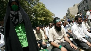 iran_green_protest_praying